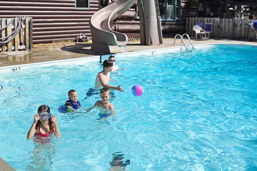 Kids playing in the outdoor pool at Northland Lodge